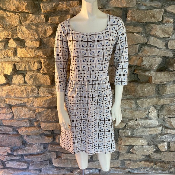 J. McLaughlin Dresses & Skirts - J.McLaughlin Long Sleeved Knit Dress Size Medium